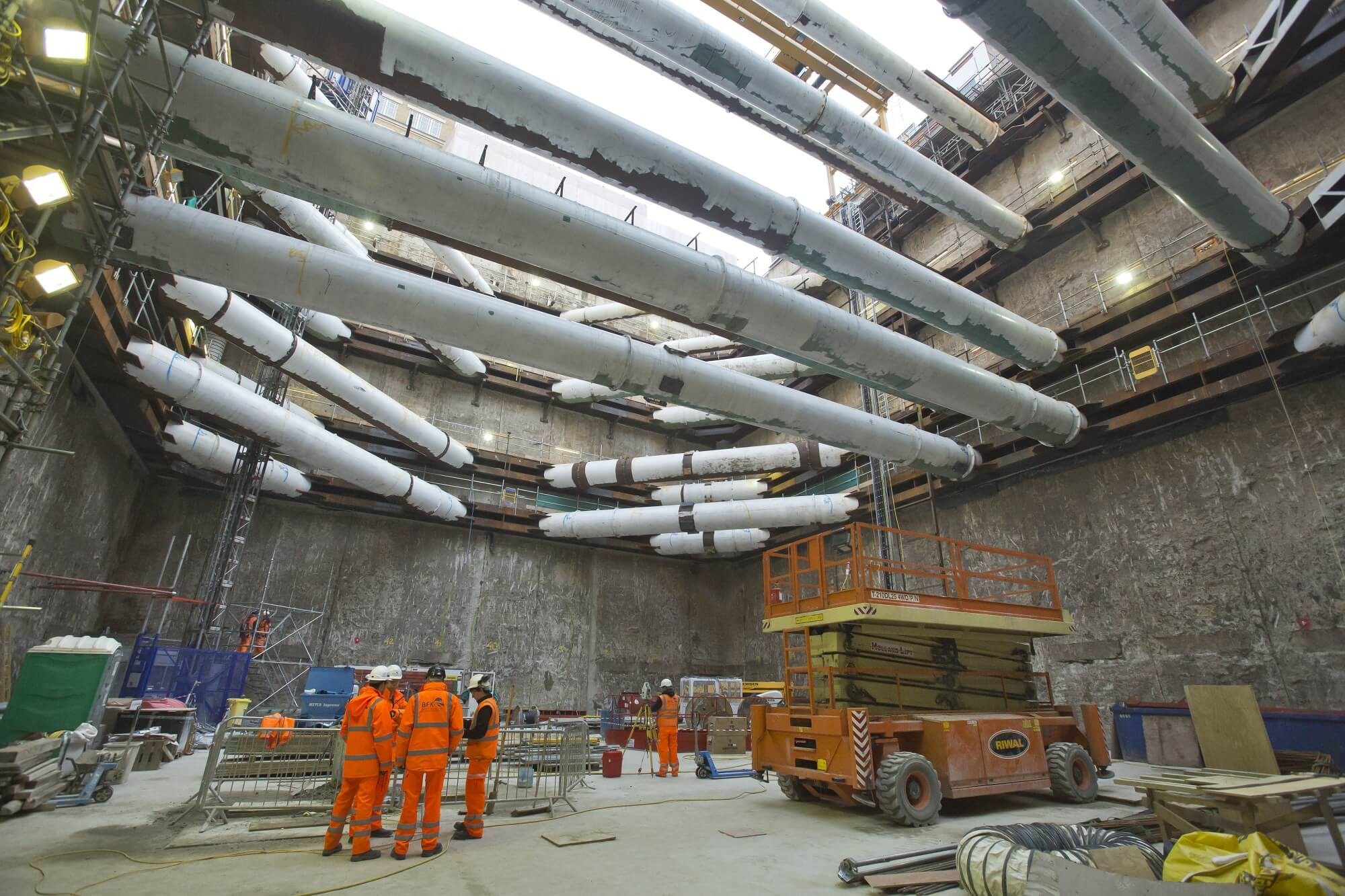 Retaining Wall Solution - Tottenham Court Road Station Project - Diaphragm Wall (4)