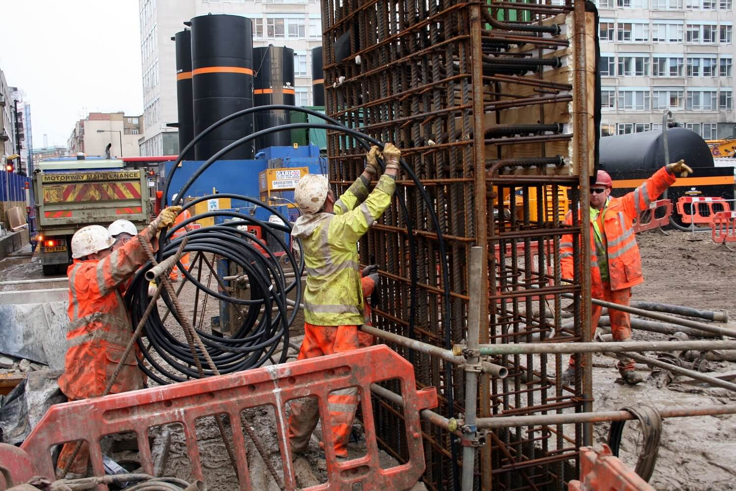 Retaining Wall Solution - Tottenham Court Road Station Project - Diaphragm Wall (6)