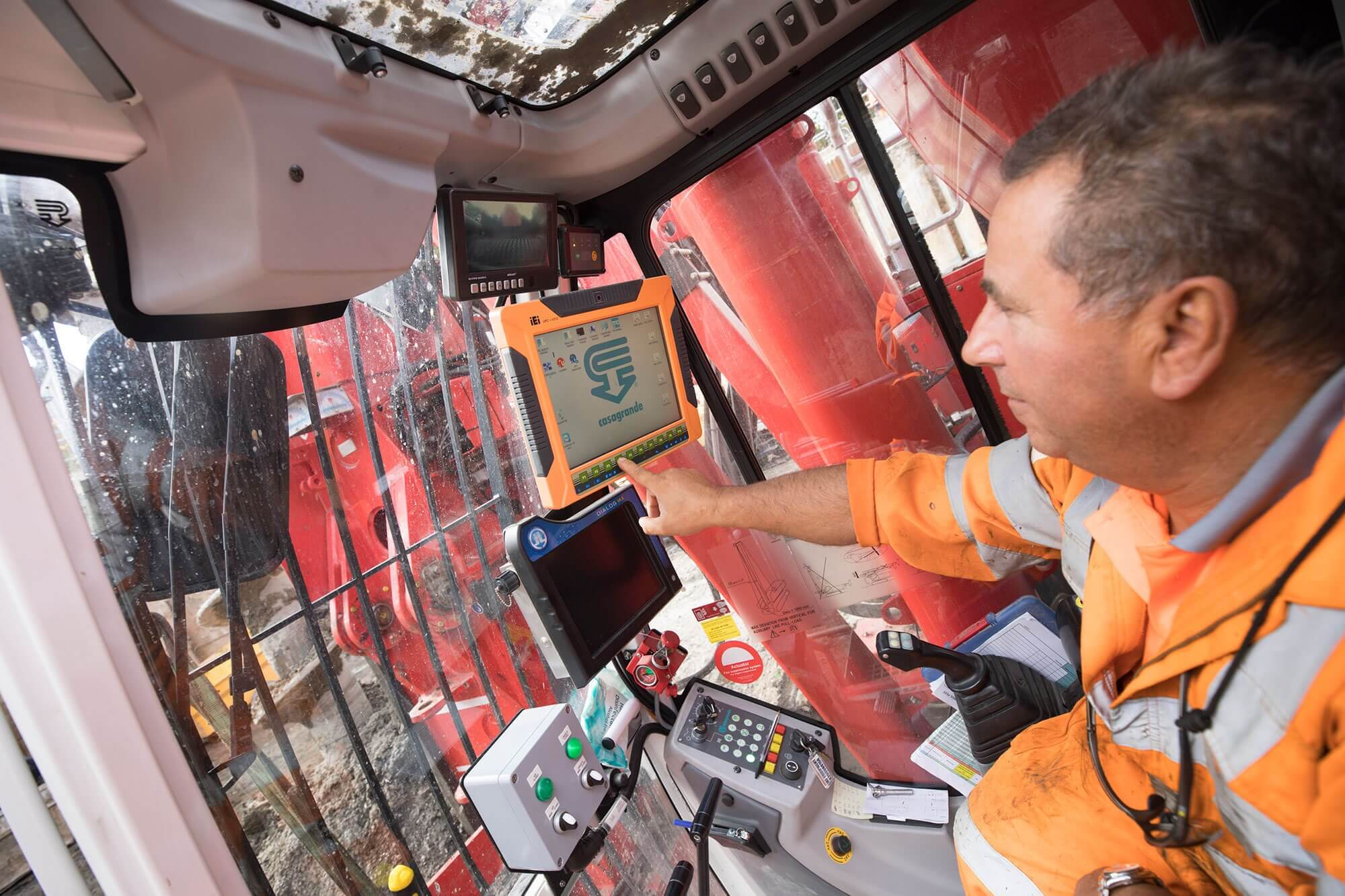 People - Rig Driver Utilising Onboard Piling Software